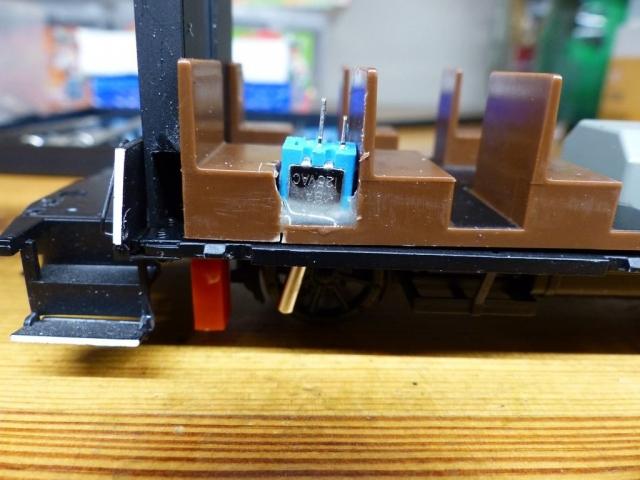 Ein/Aus Schalter und Ladebuchse von unten zugänglich