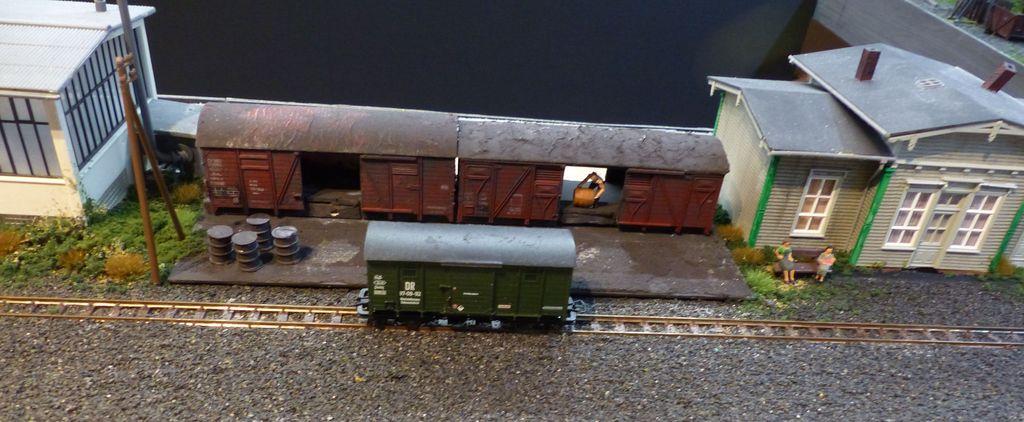 Alter Güterschuppen aus H0 Waggons