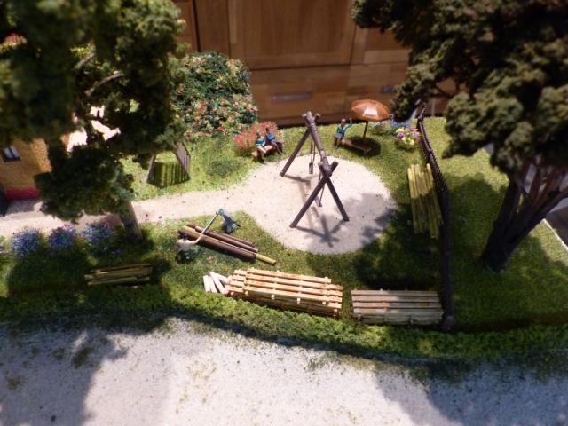 Kleiner Spielplatz bei den Siedlungshäusern, es wird noch gebaut