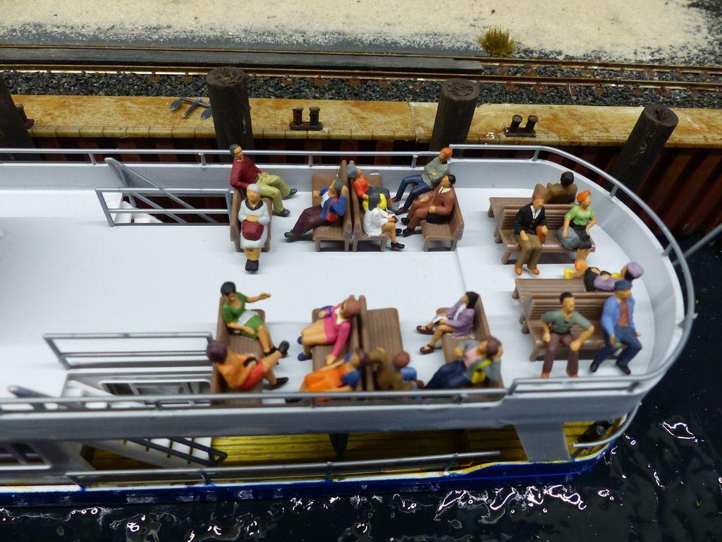 Touris auf dem Personenschiff, das Deck muß ich noch überarbeiten