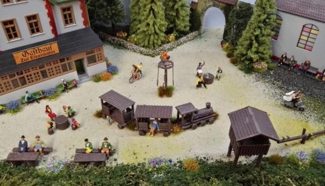 Spielplatz an der Kirche mit Restaurant