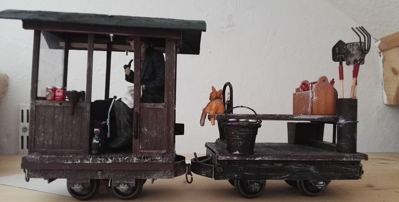 Feldbahn Lok mit Anhänger für den Gärtner oder Hasumeister